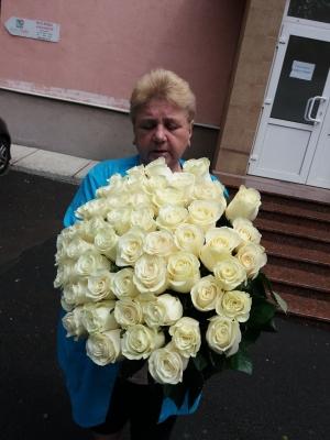 букет высоких белых роз фото