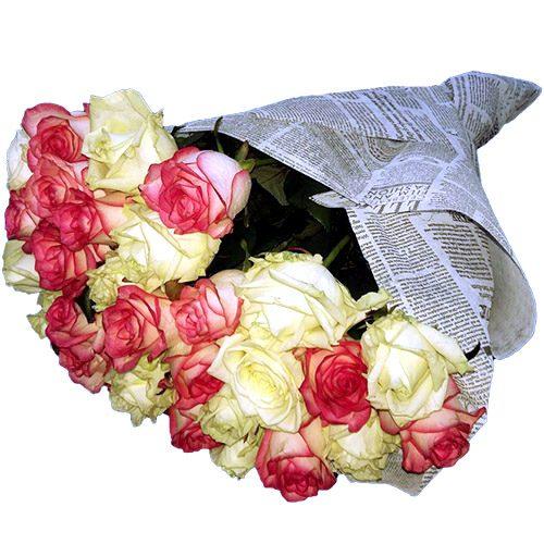 букет 33 кремовые и розовые розы